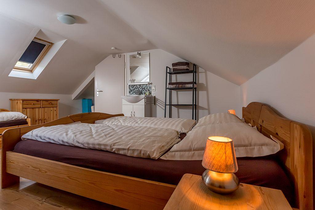 Slaapkamer appartement Linda met badmeubel